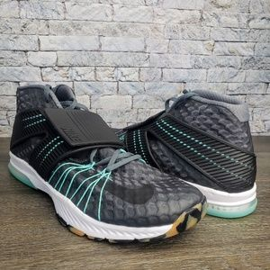 e072026c680be Men Nike Flywire Training Shoes on Poshmark